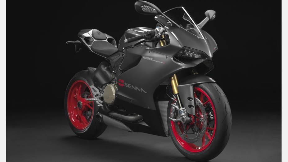 """A Ducati surpreendeu no Salão Duas Rodas com o lançamento da 1199 Panigale S Senna   <a href=""""http://quatrorodas.abril.com.br/moto/noticias/ducati-revela-1199-panigale-s-senna-salao-duas-rodas-756467.shtml"""" rel=""""migration"""">Leia mais</a>"""