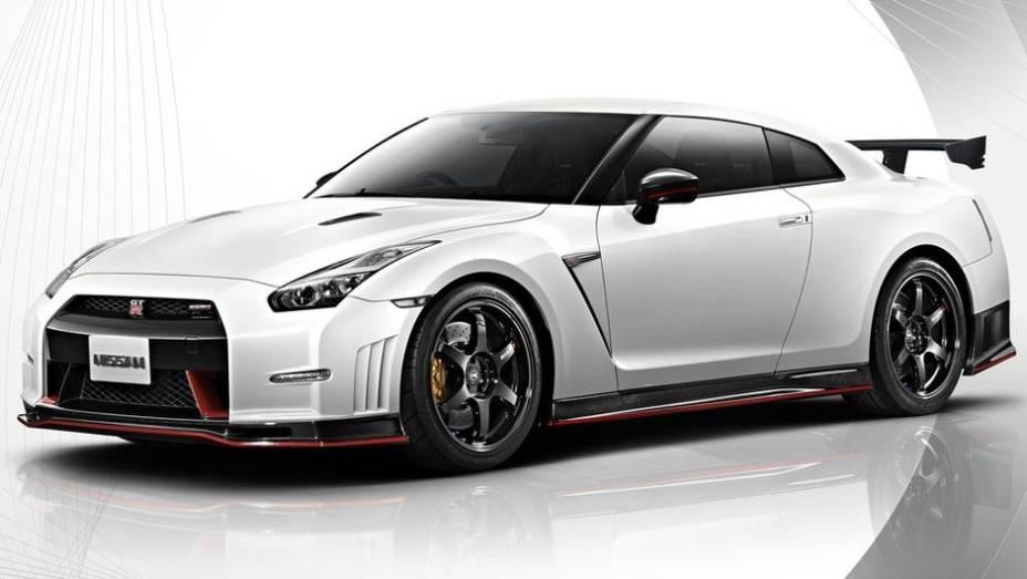 """A Nissan mostrou as primeiras fotos e informações do novo GT-R Nismo   <a href=""""http://quatrorodas.abril.com.br/noticias/saloes/toquio-2013/primeiros-detalhes-novo-nissan-gt-r-nismo-surgem-internet-760517.shtml"""" rel=""""migration"""">Leia mais</a>"""