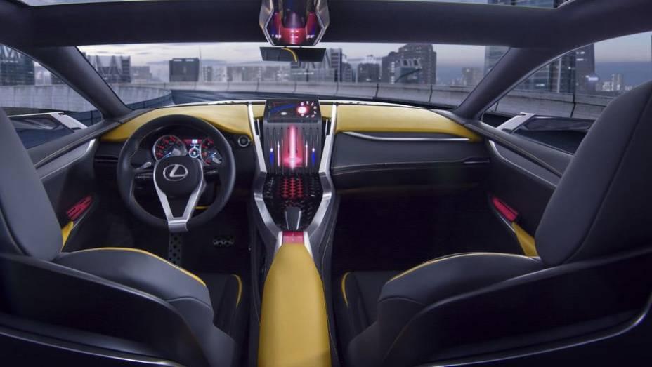 """O modelo também tem centro de gravidade mais baixo do que o LF-NX concept anterior, além de apresentar spoiler dianteiro inferior e cabine com touchpad   <a href=""""http://quatrorodas.abril.com.br/noticias/fabricantes/lexus-lf-nx-turbo-sera-mostrado-toquio-"""" rel=""""migration""""></a>"""