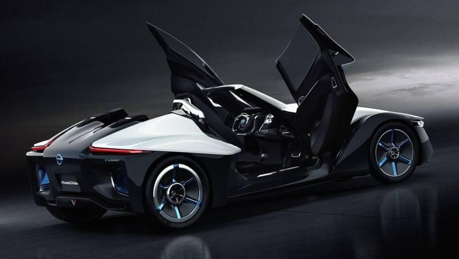 """Vale citar a semelhança do conceito com o já conhecido Delta Wing, de Le Mans   <a href=""""http://quatrorodas.abril.com.br/noticias/saloes/toquio-2013/nissan-anuncia-conceito-bladeglider-salao-toquio-759658.shtml"""" rel=""""migration"""">Leia mais</a>"""