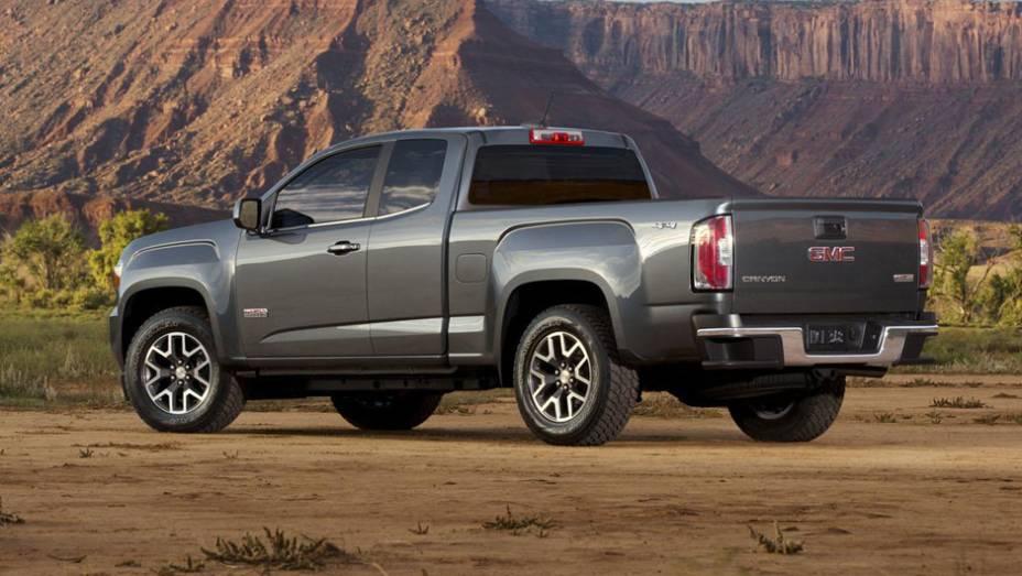 """O modelo, que chegará ao mercado norte-americano no fim de 2014, recebeu a influência de outras picapes da General Motors, como a GMC Sierra e a Chevrolet Colorado <a href=""""http://quatrorodas.abril.com.br/noticias/saloes/detroit-2014/gmc-mostra-nova-canyo"""" rel=""""migration""""></a>"""