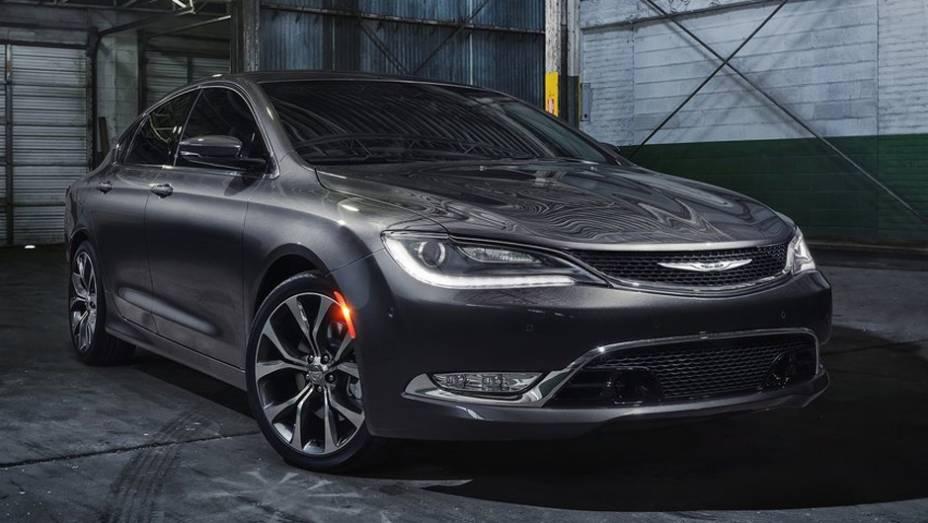 """Novo Chrysler 200 faz sua estreia em Detroit   <a href=""""http://quatrorodas.abril.com.br/noticias/saloes/detroit-2014/novo-chrysler-200-faz-sua-estreia-detroit-768496.shtml"""" rel=""""migration"""">Leia mais</a>"""