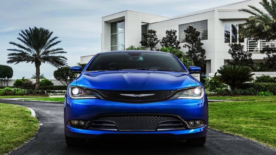 """Sem previsão exata para chegar ao mercado, o Chrysler 200 custará a partir de US$ 21.700   <a href=""""http://quatrorodas.abril.com.br/noticias/saloes/detroit-2014/novo-chrysler-200-faz-sua-estreia-detroit-768496.shtml"""" rel=""""migration"""">Leia mais</a>"""
