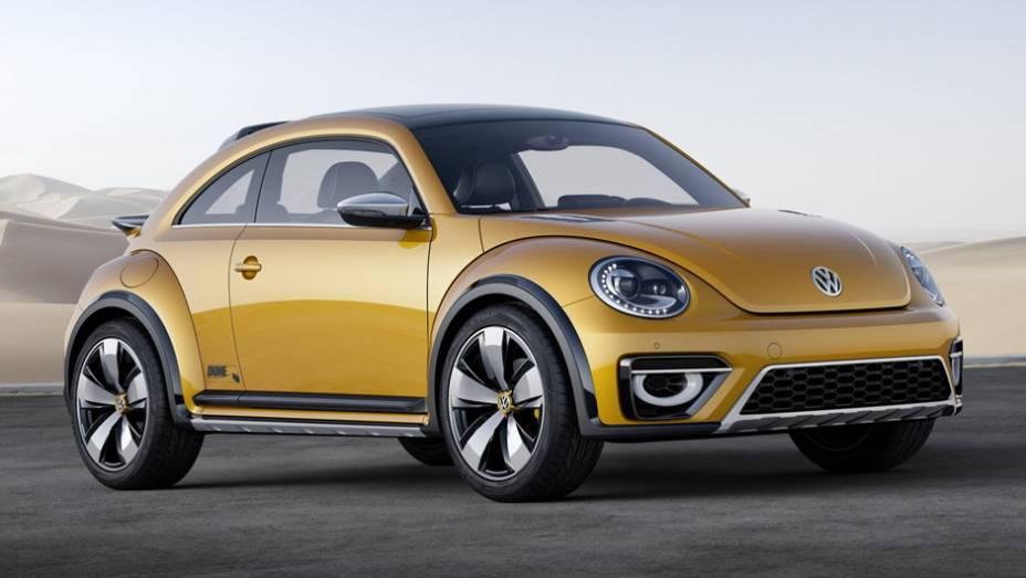 """Nenhuma mudança será feita no motor 2.0 turbo, que entrega cerca de 210 cv, acoplado à transmissão automática de dupla embreagem (DSG) de seis marchas   <a href=""""http://quatrorodas.abril.com.br/noticias/saloes/detroit-2014/vw-mostrara-beetle-dune-eua-7680"""" rel=""""migration""""></a>"""