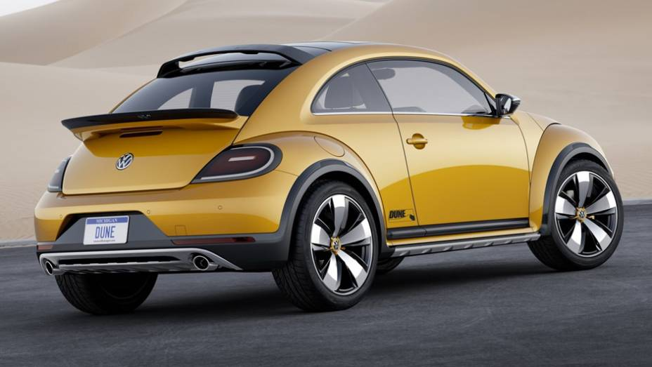 """Embora a VW afirme que o Dune não passa de um exercício de estilo, a imprensa alemã sugere que o modelo pode se tornar realidade em 2015   <a href=""""http://quatrorodas.abril.com.br/noticias/saloes/detroit-2014/vw-mostrara-beetle-dune-eua-768078.shtml"""" rel=""""migration"""">Leia</a>"""