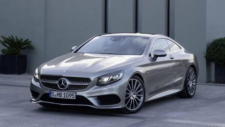 """A Mercedes-Benz revelou nesta terça-feira (11) o Classe S Coupe   <a href=""""http://quatrorodas.abril.com.br/noticias/saloes/genebra-2014/mercedes-benz-apresenta-classe-s-coupe-772971.shtml"""" rel=""""migration"""">Leia mais</a>"""