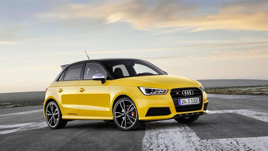 """Audi lança oficialmente S1 e S1 Sportback 2014, versões de três e cinco portas, respectivamente   <a href=""""http://quatrorodas.abril.com.br/noticias/saloes/genebra-2014/audi-lanca-oficialmente-s1-s1-sportback-2014-773081.shtml"""" rel=""""migration"""">Leia mais</a>"""