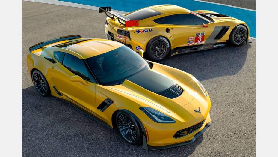 """Corvette: A Chevrolet produz carros que os americanos chamam """"pão com manteiga"""", sem status de luxo. Por isso, há mais de 60 anos surpreende a presença de um esportivo icônico de fibra de vidro em sua linha"""