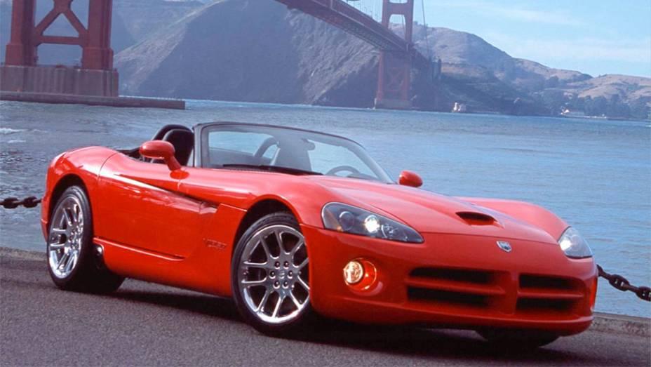 Viper: Se desde os anos 60 a Dodge se escora na esportividade, foi sempre com derivados de modelos médios ou menores da linha. Até o Viper surgir em 1992 com o estrondo de seu V10