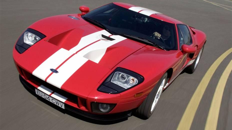 Ford GT: Além de fenômeno tardio equivalente ao do Corvette e o Viper, ele é caso único de clássico de competição tornado superesportivo de uma linha de perfil popular.