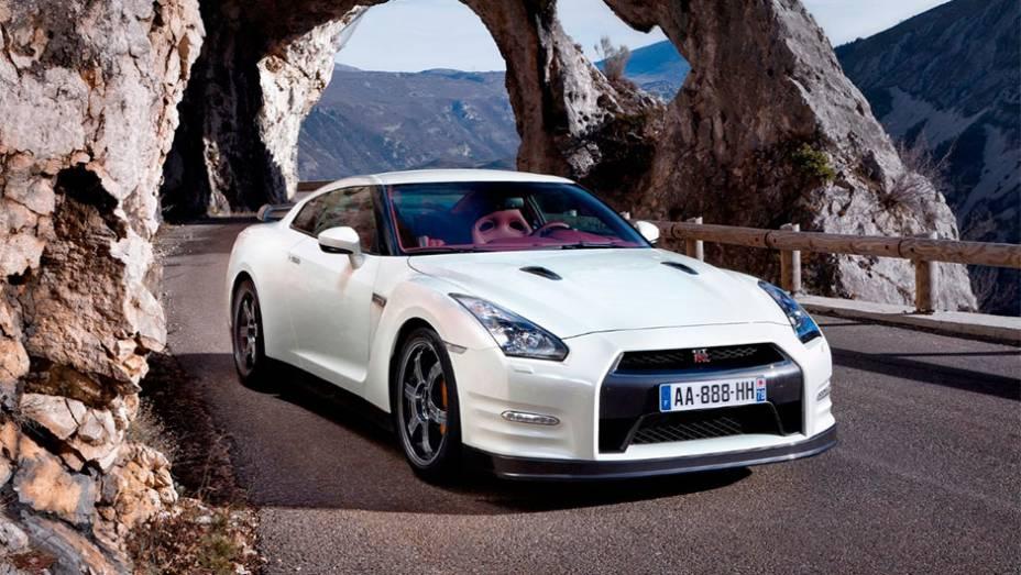 Nissan GT-R: Sucessor do Skyline GT-R, ele deu um passo bem além do Z em 2007. Seu V6 de 530 cv o colocou em condições de enfrentar Porsche 911, Corvette e Audi R8