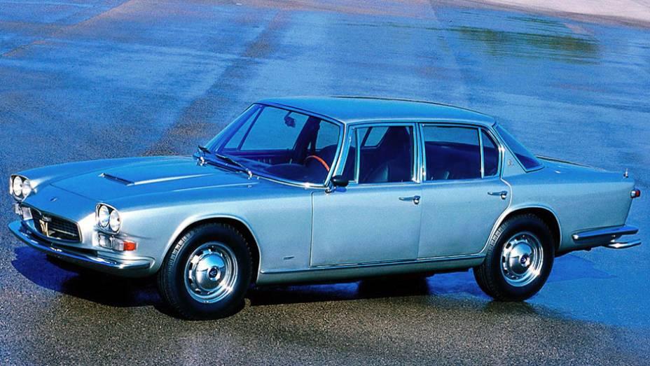 """Produzida de 1963 a 1970, a primeira geração do Maserati de luxo chegou a ser o sedã mais veloz da década, alcançando 230 km/h   <a href=""""http://quatrorodas.abril.com.br/reportagens/classicos/maserati-100-anos-792281.shtml"""" rel=""""migration"""">Leia mais</a>"""