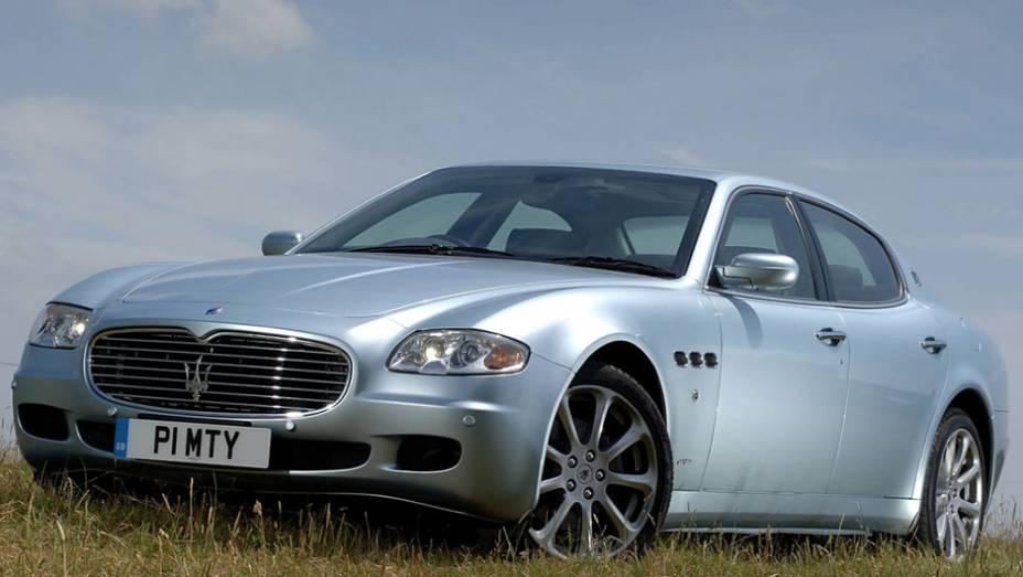 """De 2004 a 2012, a Maserati produziu a quinta geração do seu sedã de luxo, que estreou com um V8 de 4.2 litros e 400 cv no Salão de Frankfurt de 2003   <a href=""""http://quatrorodas.abril.com.br/reportagens/classicos/maserati-100-anos-792281.shtml"""" rel=""""migration"""">Leia mai</a>"""