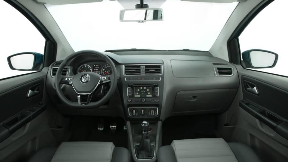 """A cabine também está mais moderninha, com modificações nas saídas de ar e no volante. Desde a versão de entrada Trendline, o modelo conta com direção com assistência elétrica, chamada de Easy Drive   <a href=""""http://quatrorodas.abril.com.br/carros/lancame"""" rel=""""migration""""></a>"""
