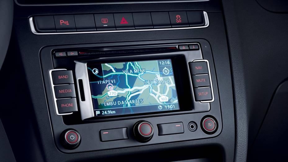 """Já o sistema de áudio, ao mesmo na versão Highline, ganhou um navegador GPS como item opcional   <a href=""""http://quatrorodas.abril.com.br/carros/lancamentos/volkswagen-fox-797087.shtml"""" rel=""""migration"""">Leia mais</a>"""