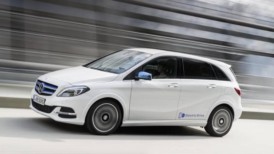 """Está disponível uma versão Electric Drive, com motor elétrico de 177 cv e autonomia de 137 quilômetros   <a href=""""http://quatrorodas.abril.com.br/noticias/saloes/paris-2014/mercedes-benz-atualiza-classe-b-799644.shtml"""" rel=""""migration"""">Leia mais</a>"""