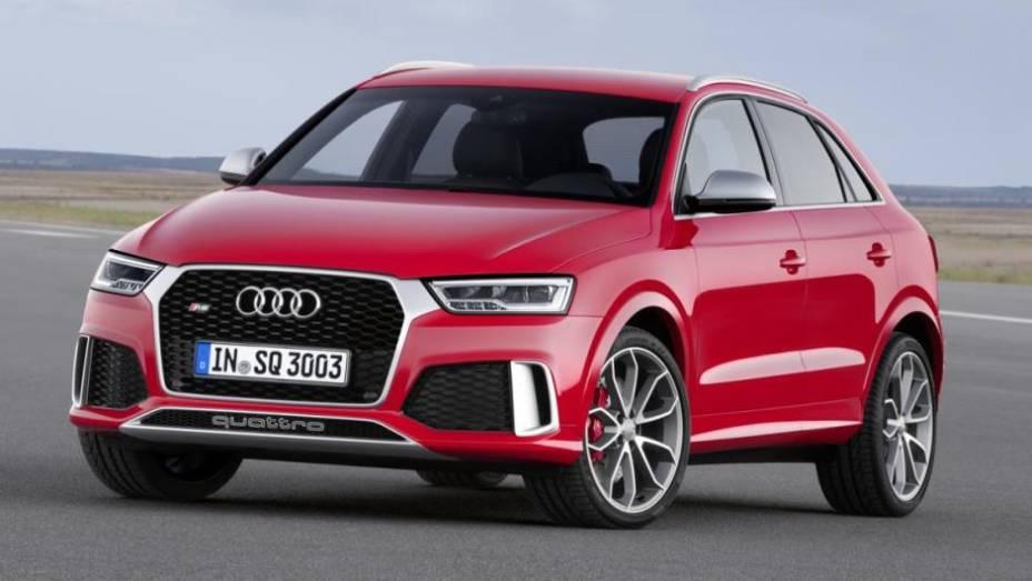 """A Audi revelou o modelo 2015 do crossover Q3. A marca alemã promoveu um facelift relativamente discreto...   <a href=""""http://quatrorodas.abril.com.br/noticias/fabricantes/audi-apresenta-q3-2015-810386.shtml/"""" rel=""""migration"""">Leia Mais</a>"""