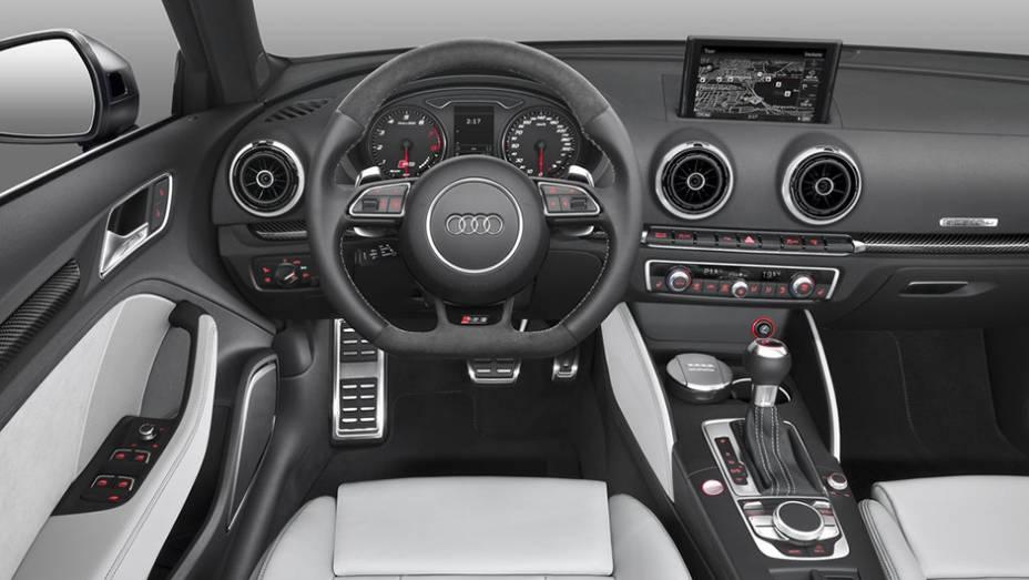"""O RS3 Sportback terá preço inicial de 56,6 mil euros   <a href=""""http://quatrorodas.abril.com.br/noticias/fabricantes/audi-divulga-rs3-sportback-2015-820188.shtml"""" rel=""""migration"""">Leia mais</a>"""