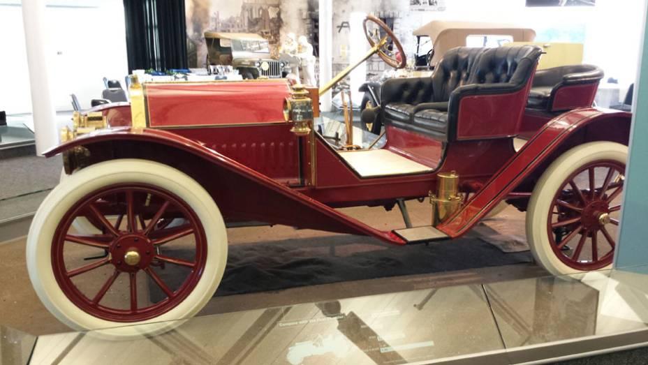 Há espaço também para carros de marcas incorporadas pelo grupo, como a Hudson...