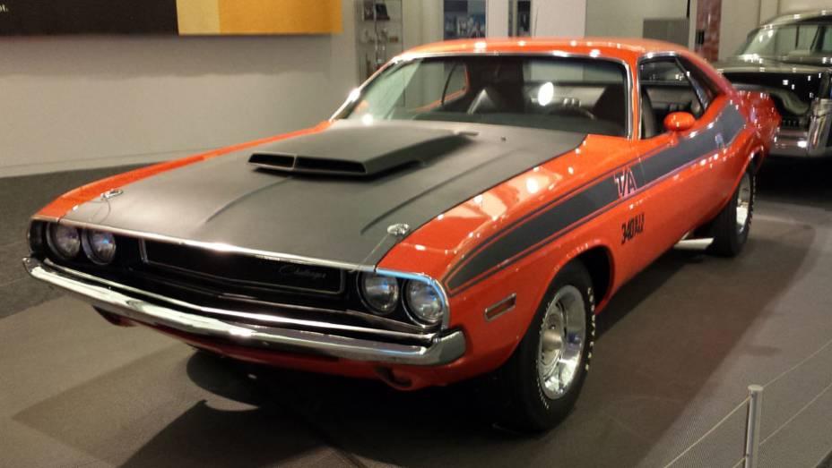 Não faltam muscle-cars no espaço, como o Dodge Challenger T/A, lançado em 1969 com um motor HEMI V8 de 350 cv