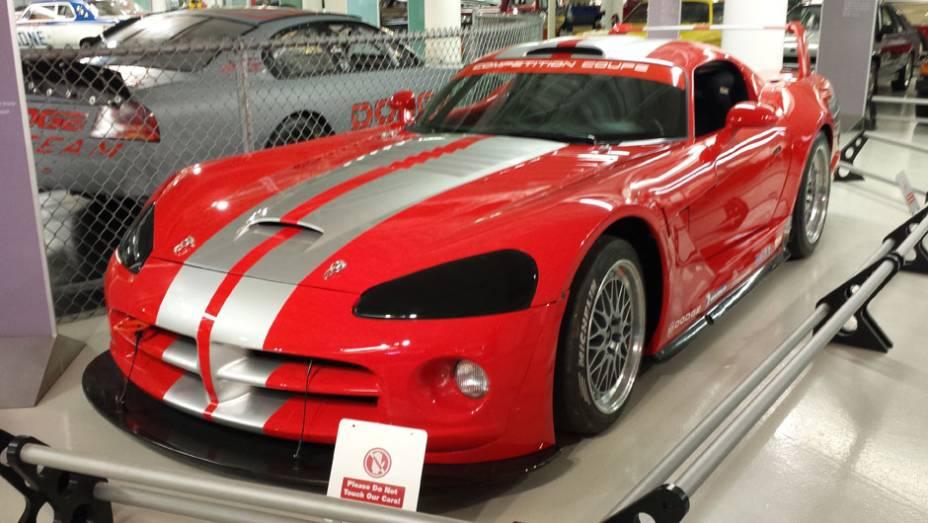 O subsolo do museu também abriga alguns veículos dos anos 90, como este belo Dodge Viper de competição