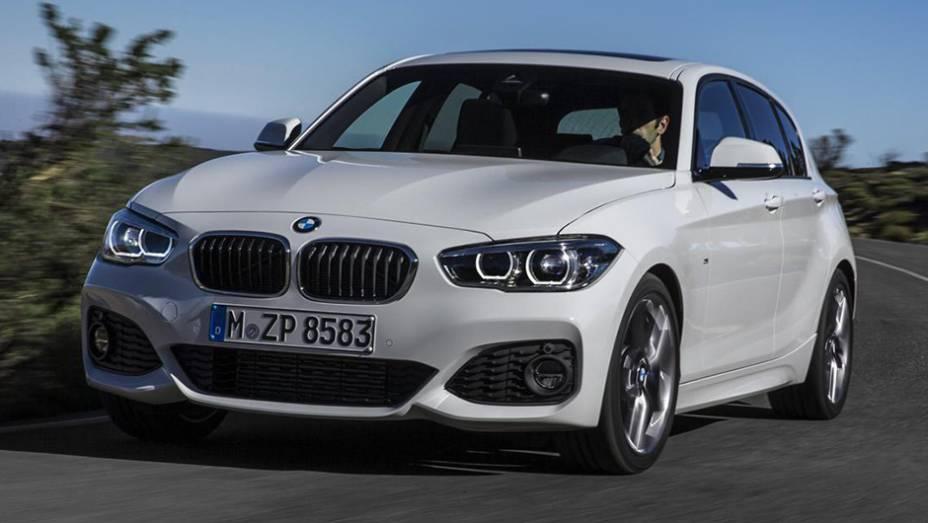 """Demorou, mas chegou: eis o facelift do BMW Série 1   <a href=""""http://quatrorodas.abril.com.br/noticias/saloes/genebra-2015/bmw-oficializa-facelift-serie-1-826700.shtml"""" rel=""""migration"""">Leia mais</a>"""
