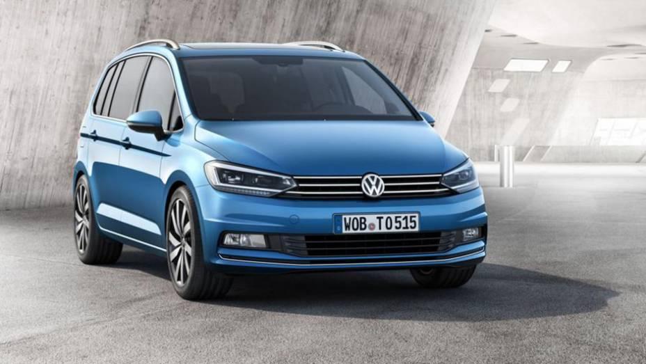 """Mais espaço para ocupantes e bagagem: são esses os destaques do novo Volkswagen Touran   <a href=""""http://quatrorodas.abril.com.br/noticias/saloes/genebra-2015/volkswagen-revela-nova-geracao-touran-840323.shtml"""" target=""""_blank"""" rel=""""migration"""">Leia mais</a>"""