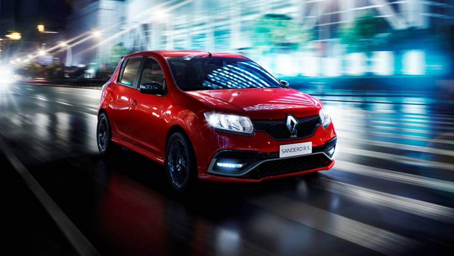 """Um dos locais de produção do hot hatch será a fábrica da Renault no Paraná   <a href=""""http://quatrorodas.abril.com.br/noticias/saloes/buenos-aires-2015/renault-exibe-duster-picape-sandero-r-s-877281.shtml"""" rel=""""migration"""">Leia mais</a>"""