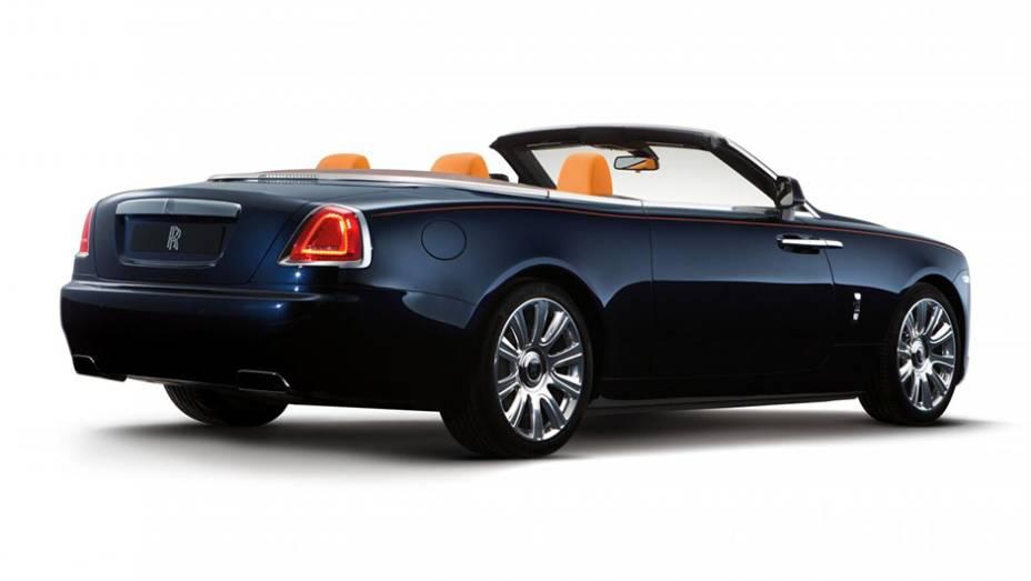 """O Dawn foi tratado pela Rolls-Royce como o modelo """"mais sexy"""" já feito por ela   <a href=""""http://quatrorodas.abril.com.br/noticias/fabricantes/conheca-dawn-novo-conversivel-rolls-royce-902940.shtml"""" target=""""_blank"""" rel=""""migration"""">Leia mais</a>"""