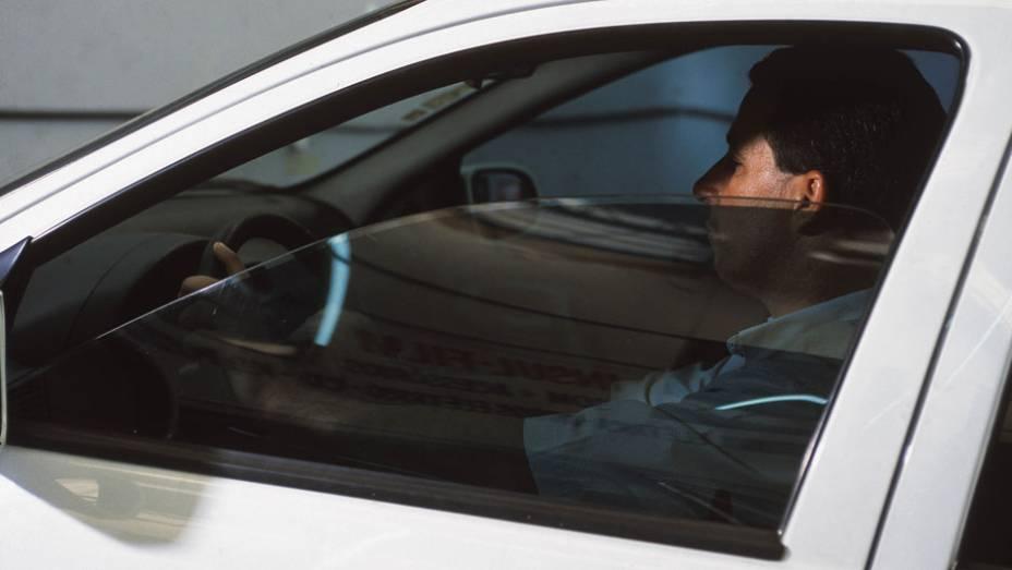 """Insulfilm: a película pode evitar a aproximação do ladrão, uma vez que ela impede de ver com clareza quem está dentro do carro. No caso do furto pode dificultar a visualização de objetos deixados no interior do veículo <a href=""""http://quatrorodas.abril.co"""" rel=""""migration""""></a>"""