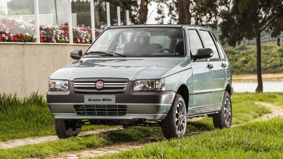 """Para marcar a despedida do Mille, a Fiat lança a série especial Grazie Mille   <a href=""""http://quatrorodas.abril.com.br/noticias/fabricantes/fiat-lanca-serie-grazie-mille-763882.shtml"""" rel=""""migration"""">Leia mais</a>"""