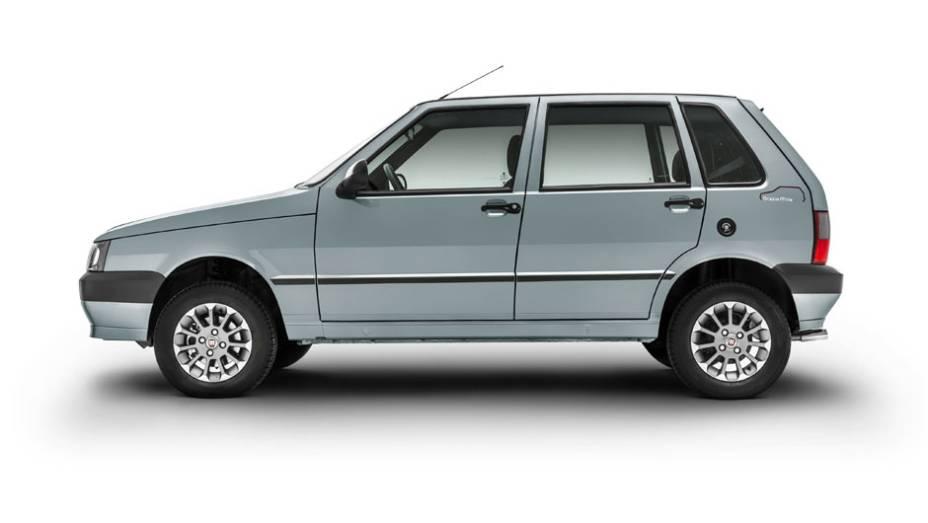 """Externamente, o carro tem rodas de liga leve aro 13 pintadas em dois tons e adesivos   <a href=""""http://quatrorodas.abril.com.br/noticias/fabricantes/fiat-lanca-serie-grazie-mille-763882.shtml"""" rel=""""migration"""">Leia mais</a>"""