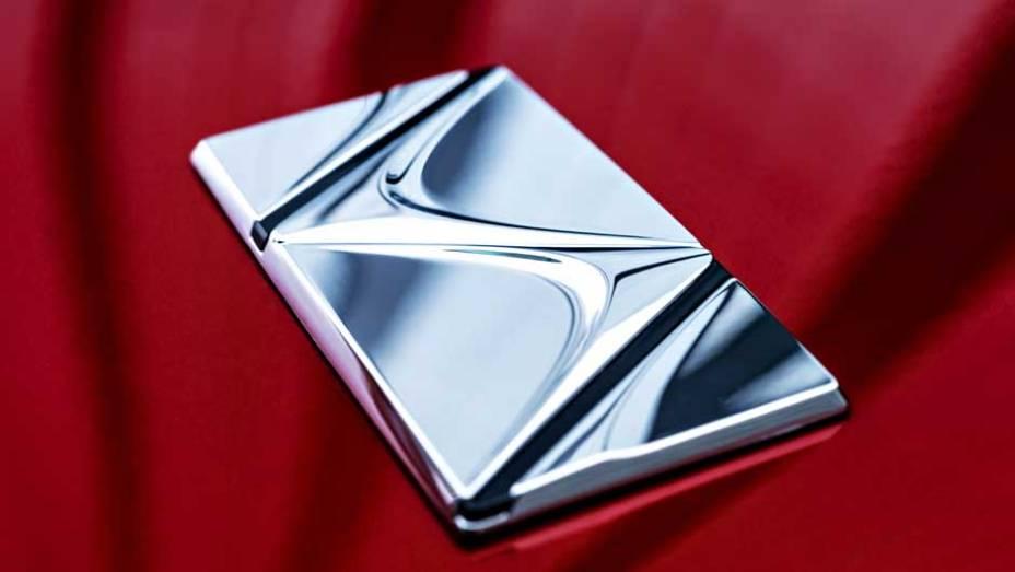 """Com três anos de garantia, o DS4 será vendido por R$ 99.990   <a href=""""http://quatrorodas.abril.com.br/carros/lancamentos/citroen-ds4-734568.shtml"""" rel=""""migration"""">Leia mais</a>"""