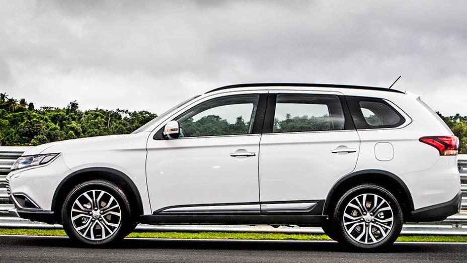 """Para a Mitsubishi, o Outlander não é um SUV, mas sim um crossover - <a href=""""http://quatrorodas.abril.com.br/carros/testes/mitsubishi-new-outlander-2-2l-diesel-870160.shtml"""" rel=""""migration"""">Leia mais</a>"""