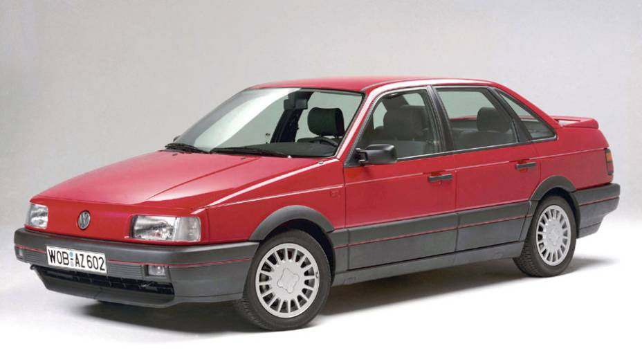 Enquanto isso, na Europa, no mesmo ano estreava a terceira geração do Passat; o carro aproveitava uma versão esticada da plataforma do Golf europeu