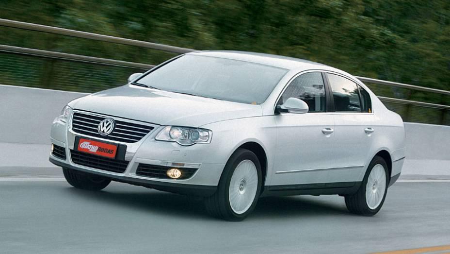 A sexta geração do Passat surgiu no Salão de Genebra de 2005; em vez de usar plataforma Audi, o carro aproveitava uma derivada do Golf V