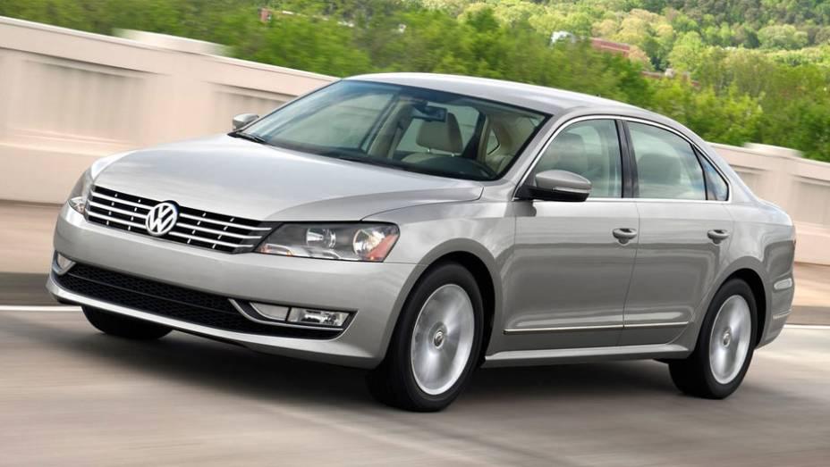 Ao contrário das antigas gerações, a VW lançou um Passat exclusivamente para os EUA; revelado em 2011, ele é 11 centímetros mais longo que o parente europeu (4,87 metros contra 4,76 metros)