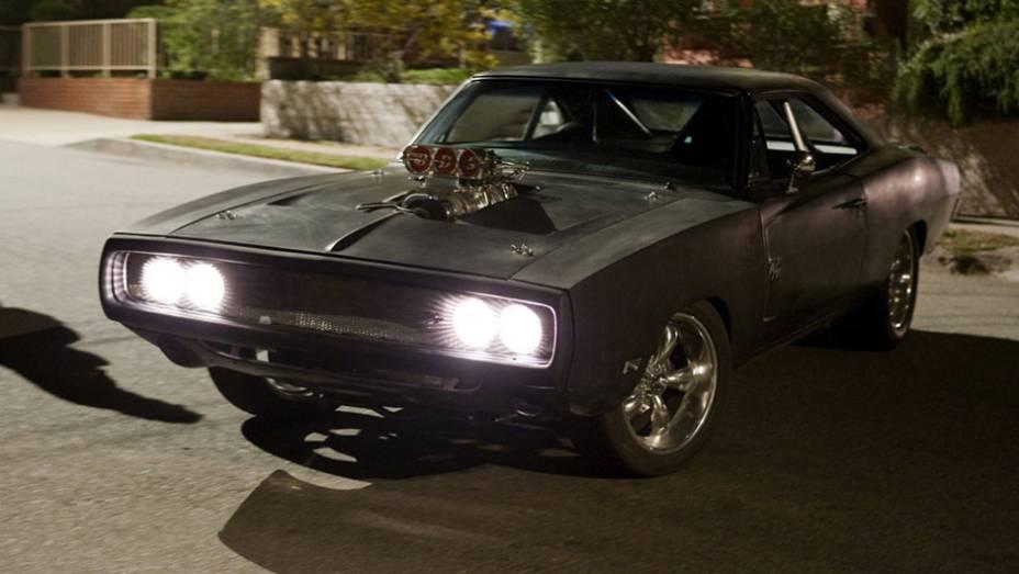 Dodge Charger: astro do primeiro e quarto filmes, o muscle-car despeja potência do motor V8 preparado por Dominic Toretto (Vin Diesel)