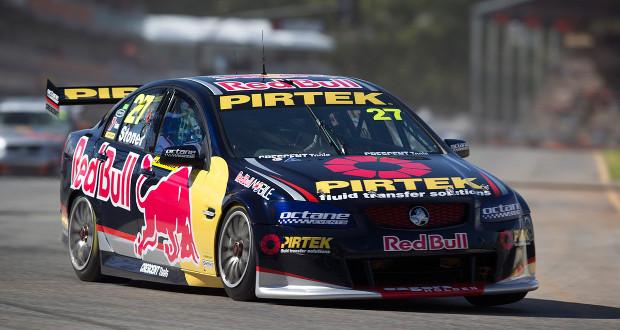 Casey Stoner bate na estreia da V8 Supercars