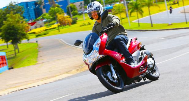 Honda PCX chega em maio por R$ 7.990