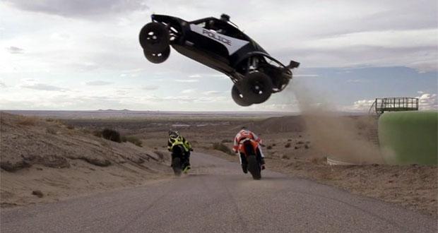 Moto x carro: veja a batalha de drift!