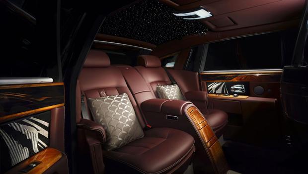 rolls-royce-pinnacle-travel-phantom-interior-traseira.jpeg