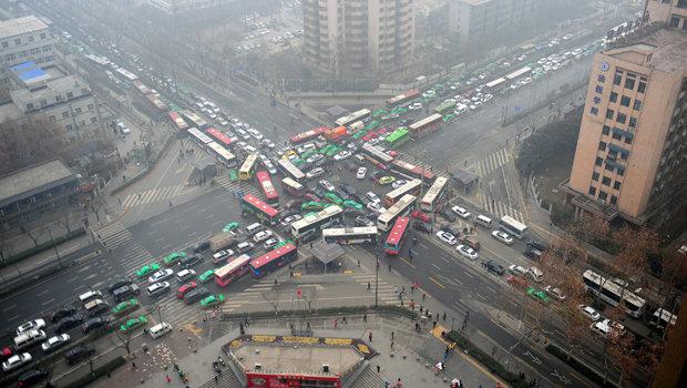 5658c27acc505d14c821f1a8poluicao-transito-china.jpeg
