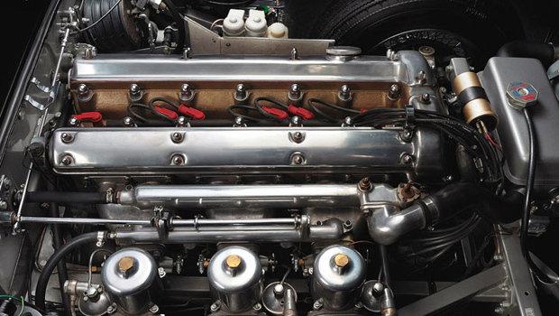 5658c4fecc505d1bd78e6631jaguar-aj6-motor.jpeg