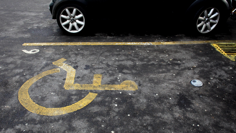 Vaga de estacionamento para deficiente