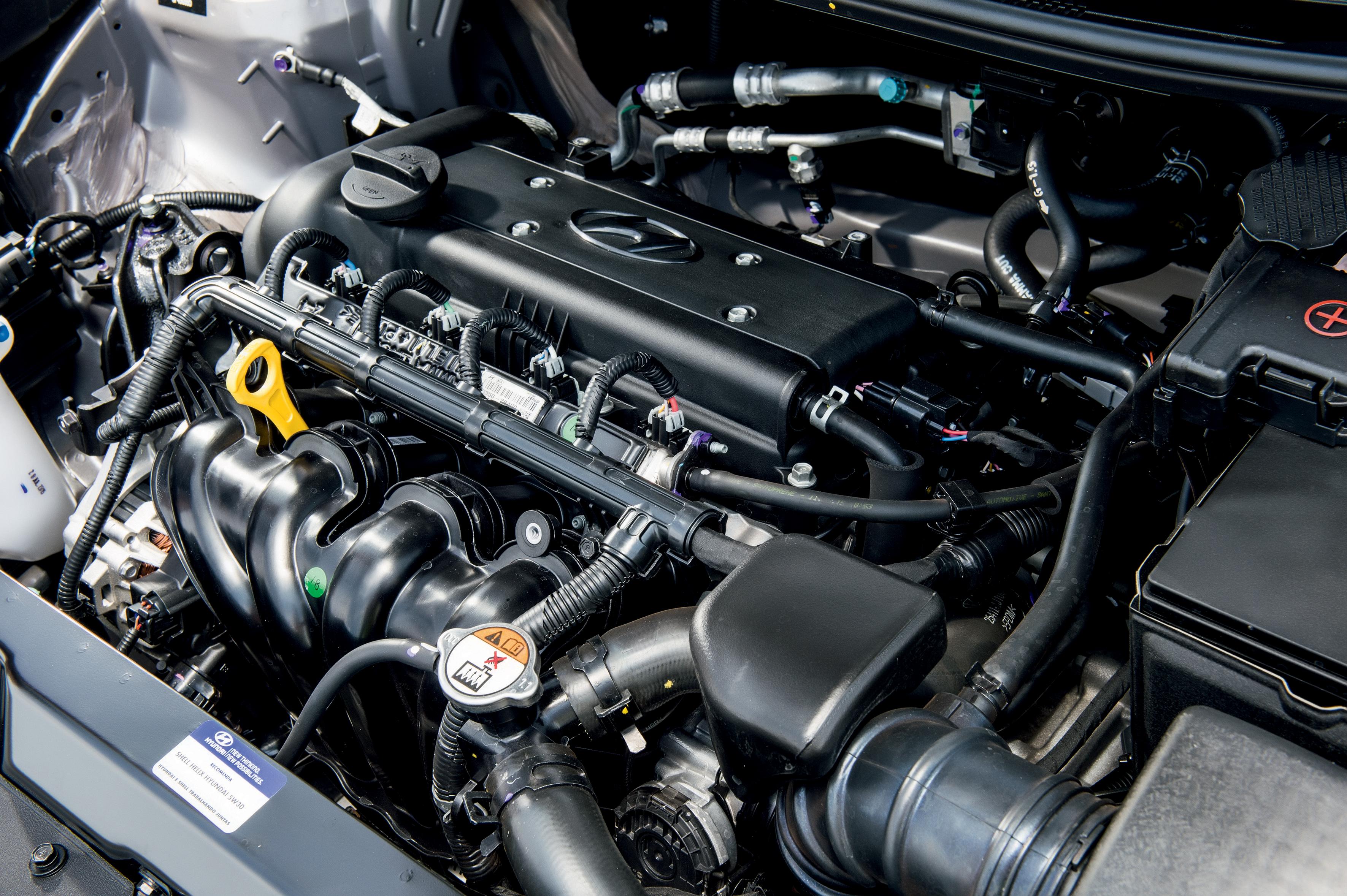 Hyundai HB20X Premium Automático 02