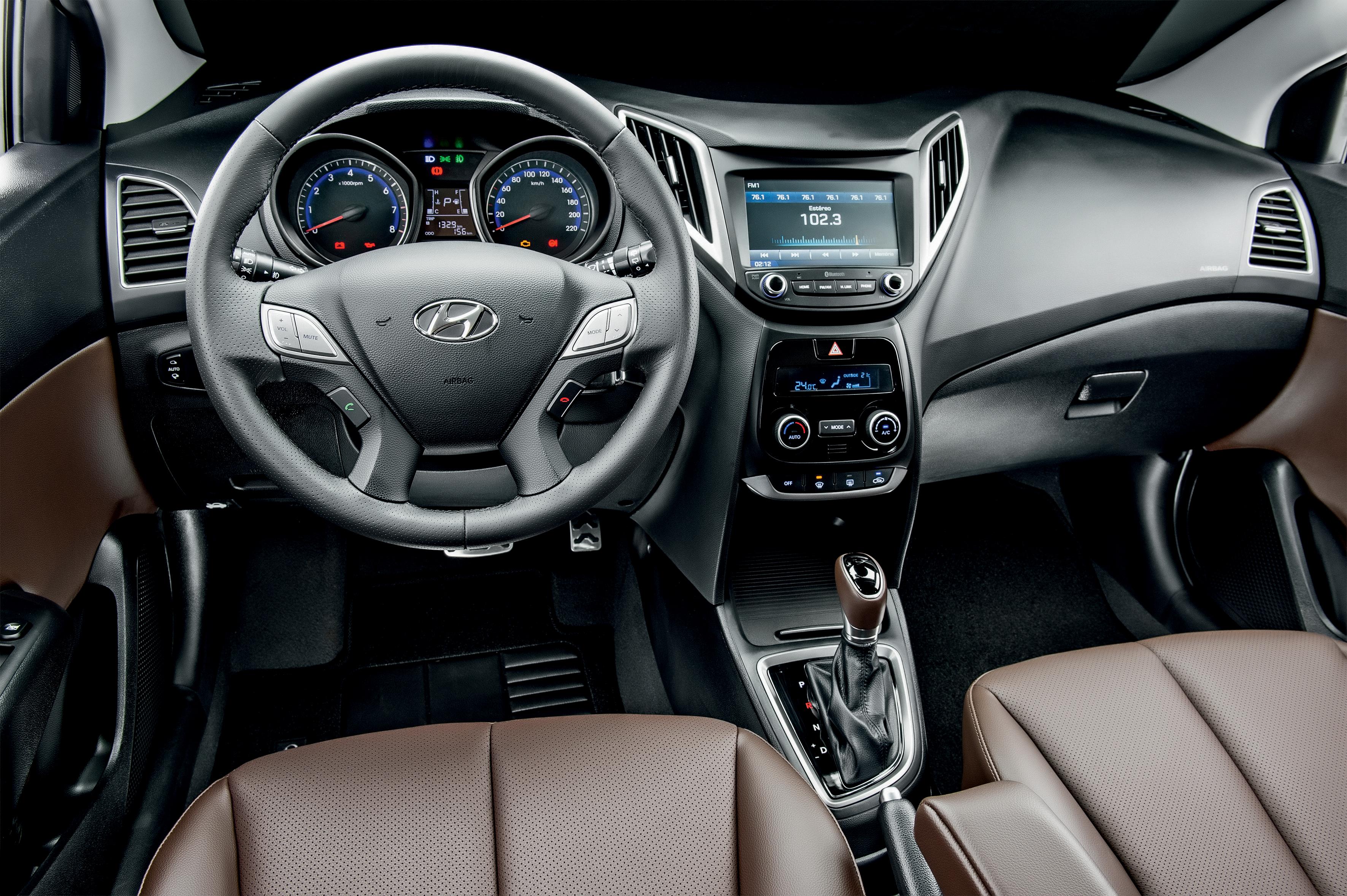 Hyundai HB20X Premium Automático 03