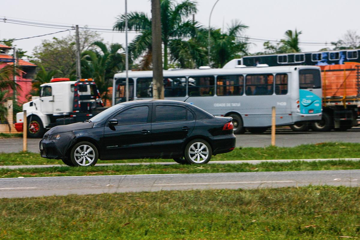 VW Voyage camuflado