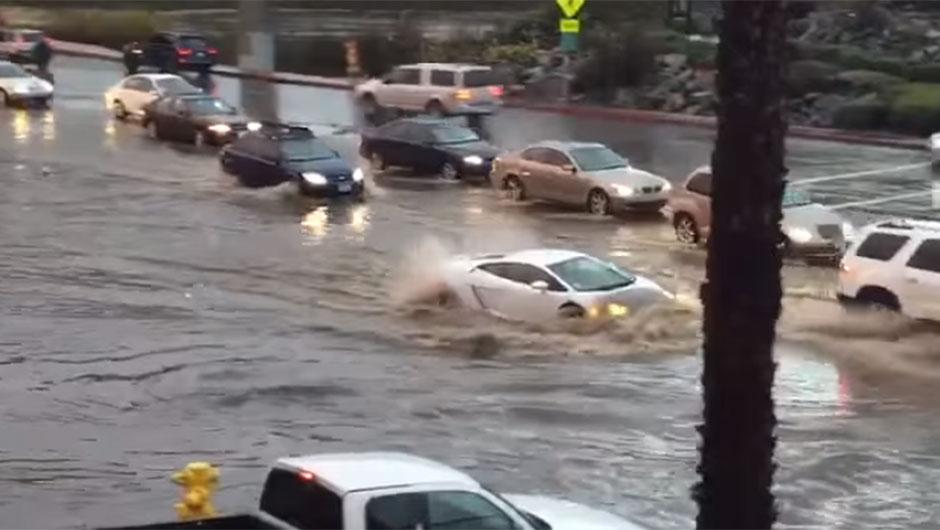 Lambo Gallardo encara enchente nos EUA