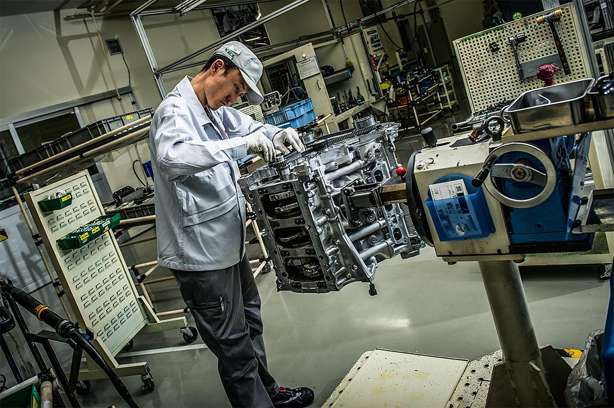 Montagem do motor do Nissan GT-R